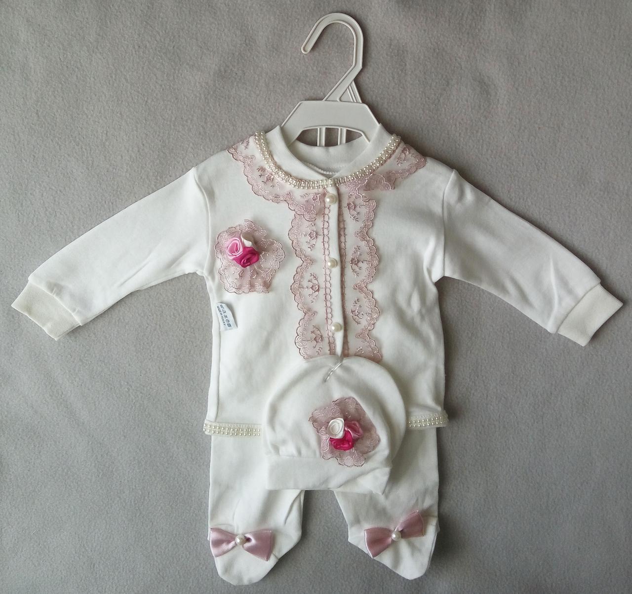 Костюм для новорожденных с кружевами, на девочек 0-3 мес. Ползунки, кофточка, шапочка. Турция, оптом