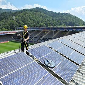 Чи потрібно мити сонячні батареї
