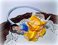 Ободок с принцессой с атласных лент и кружева ручной работы