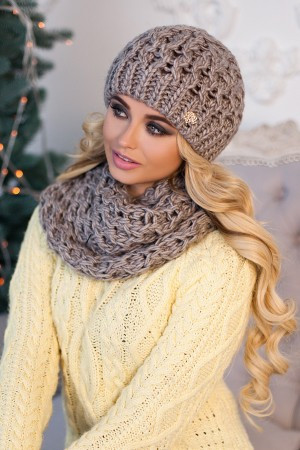 Комплект «Эустома» (шапка и шарф-хомут) темный кофе