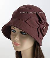 Женская шляпа с опущенными полями в стиле ретро