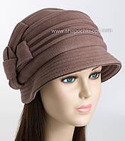 Женские шляпки с опущенным полем и складками на тулье.