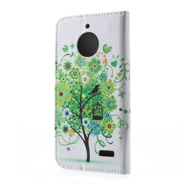 чехол книжка на Motorola Moto E4 XT1762 с зеленым деревом и бабочкой
