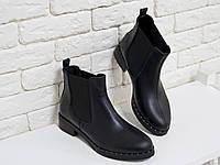 Ботинки свободного одевания черного цвета из натуральной кожи на низком ходу, с широкой черной резинкой