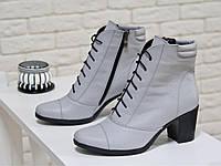 Эксклюзивные ботиночки со шнуровкой на устойчивом каблучке, из натуральной кожи светло серого цвета