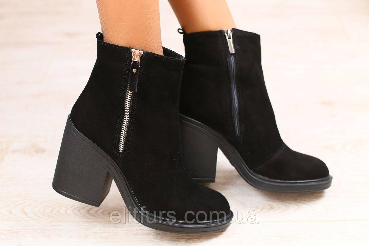 Демисезонные женские ботинки, замшевые, черные, на байке, с замочками, на небольшом устойчивом каблуке