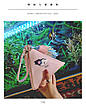 Мини сумочка треугольная на молнии, короткий ремешок, рисунки и кисточка- розовая 207-111, фото 4