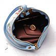 Мини сумочка треугольная на молнии, короткий ремешок, рисунки и кисточка- синяя 207-112, фото 4