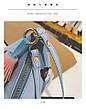 Мини сумочка треугольная на молнии, короткий ремешок, рисунки и кисточка- синяя 207-112, фото 6