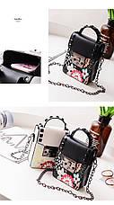 Мини сумочка на цепочке с металлической застежкой, заклепки и цветы - черная 207-71, фото 3