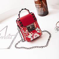 Мини сумочка на цепочке с металлической застежкой, заклепки и цветы - красная 207-72