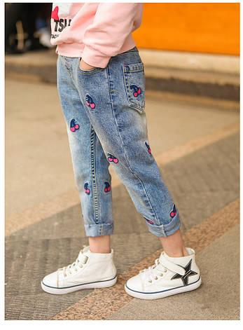 Модные джинсы для девочки с вышивкой Вишенки 203-111, фото 2