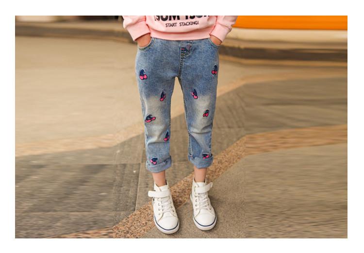 Модные джинсы для девочки с вышивкой Вишенки 203-112