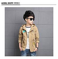 Модная осенняя куртка с капюшоном на мальчика с принтом и нашивками 201-9