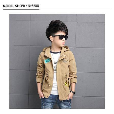 Модная осенняя куртка с капюшоном на мальчика с принтом и нашивками 201-9, фото 2