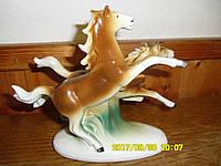 Фарфоровая статуэтка ГДР Скачущие лошади
