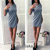 Хорошенькое платье с брошкой и рукавом три четверти