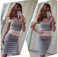 Платье двухцветное трикотажное с коротким рукавом.
