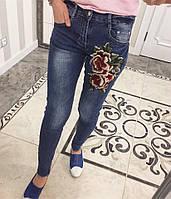 Женские джинсы с аппликацией x-331241