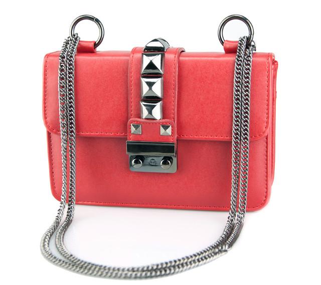 Женская сумочка через плечо на цепочке   красная
