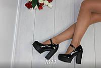 Туфли на широком каблуке с ремешком