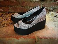 Женские кожаные туфли на платформе белые с черным открытый носок
