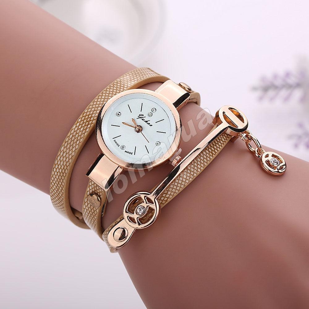 Женские часы-браслет со стразами и подвеской