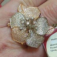 Кольцо золотое с белыми Цветок цирконами вес 14,18грамм