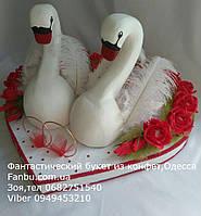 """Подарок на свадьбу из конфет""""Свадебная пара белых лебедей"""""""