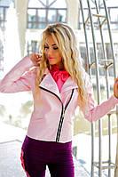Женская курточка с эко-кожи на спине декоративная нашивка