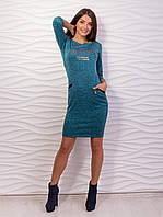 Повседневное платье из теплой ангоры с карманами и надписью спереди.