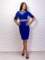 Женское платье-футляр с вышивкой