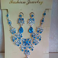Набор бижутерии под серебро с нежно-голубыми камнями, колье и серьги
