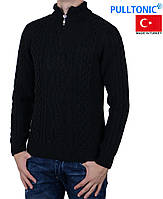 Теплый зимний мужской свитер.
