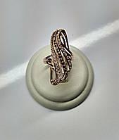 Элегантное золотое кольцо с белыми и черными Фианитами