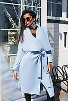 Голубое женское пальто ниже колена