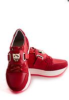 Красные кожаные кроссовки с декором