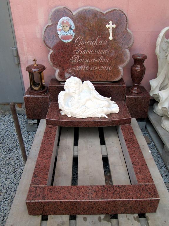 Памятник детский Облачко из лезниковского гранита