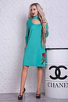 Красивое платье мятного цвета с вышивкой