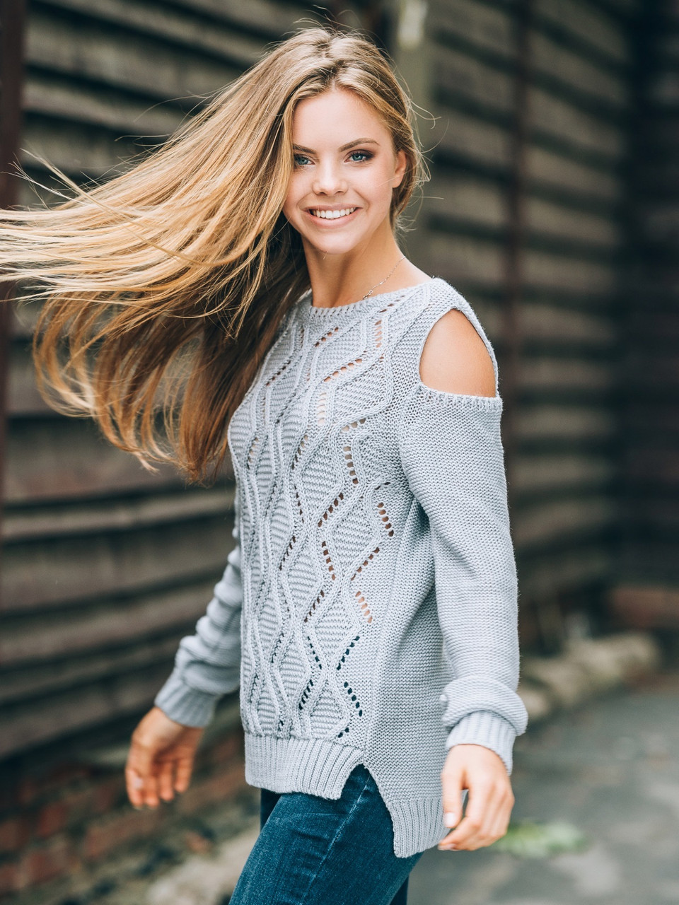 7efe83e8557 Удобный женский серый свитер с открытыми плечами р.42-48 - Интернет -  магазин