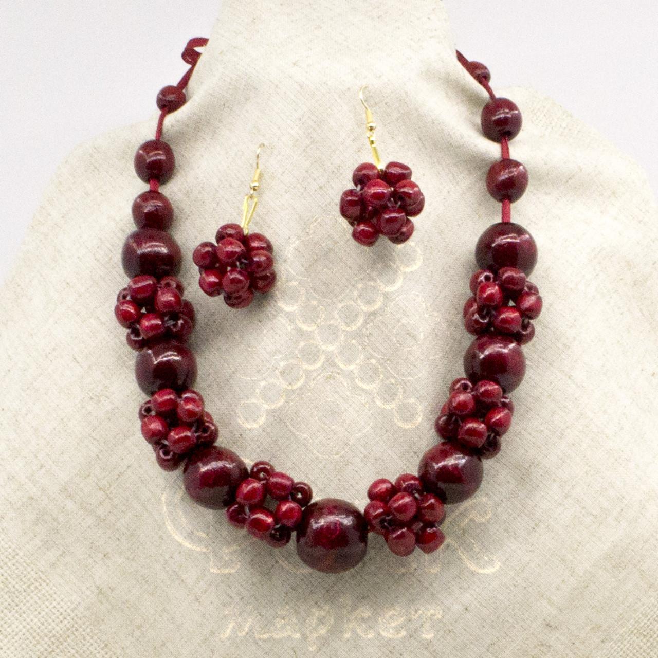 Ожерелье из дерева бордовое с серьгами 18.01.010