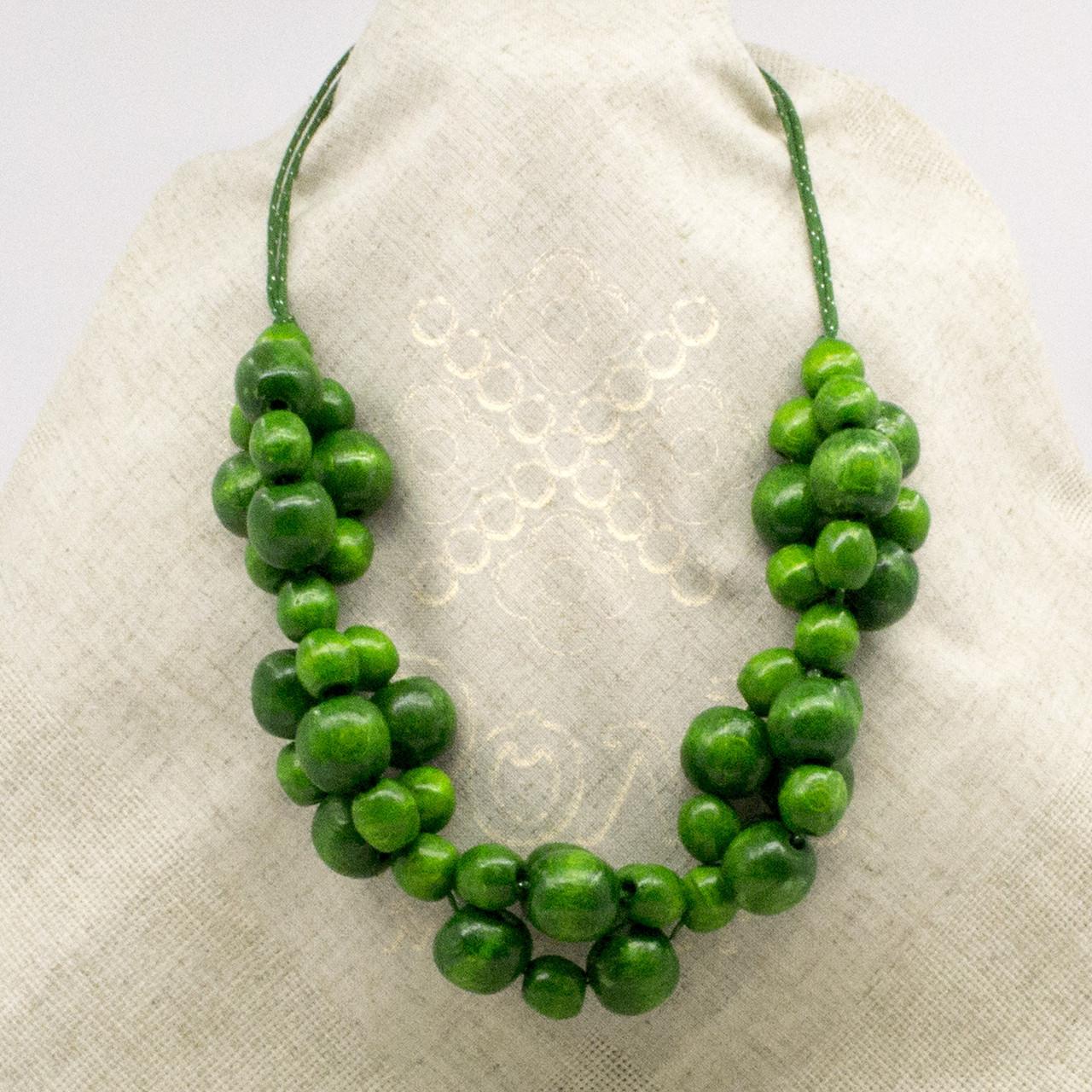 Зеленое ожерелье из дерева 20.01.002