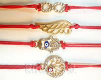 Красная нить с медальонами