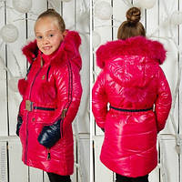 Малиновое зимнее пальто для девочки с бубоном на капюшоне