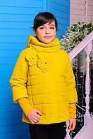 Демисезонная куртка для девочки со съемными манжетами и капюшоном в расцветках