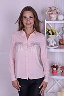 Нежная женская рубашка со стразами на кармашках