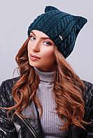 """Модная женская шапка """"кошка"""" с фурнитурой на левой стороне изделия темно-зеленого цвета"""