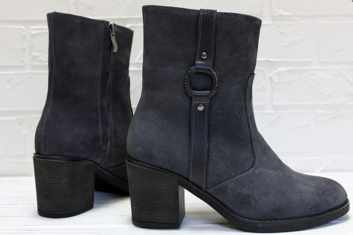 Женские замшевые ботинки на устойчивом каблуке