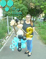 Обезьянка из воздушных шаров с фольгированной циферкой