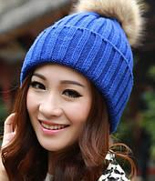 Синяя шапка с меховым бубоном